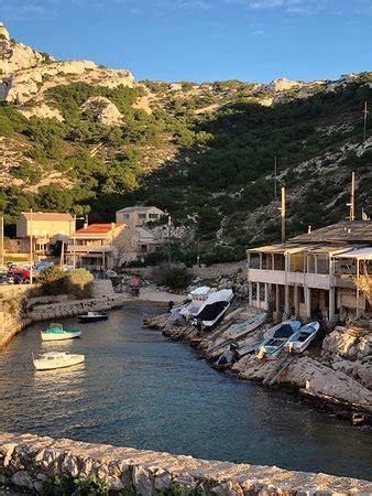 Port et calanque de Callelongue menant au sémaphore de Callelongue.